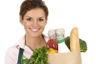 woman doing the grocery shopping